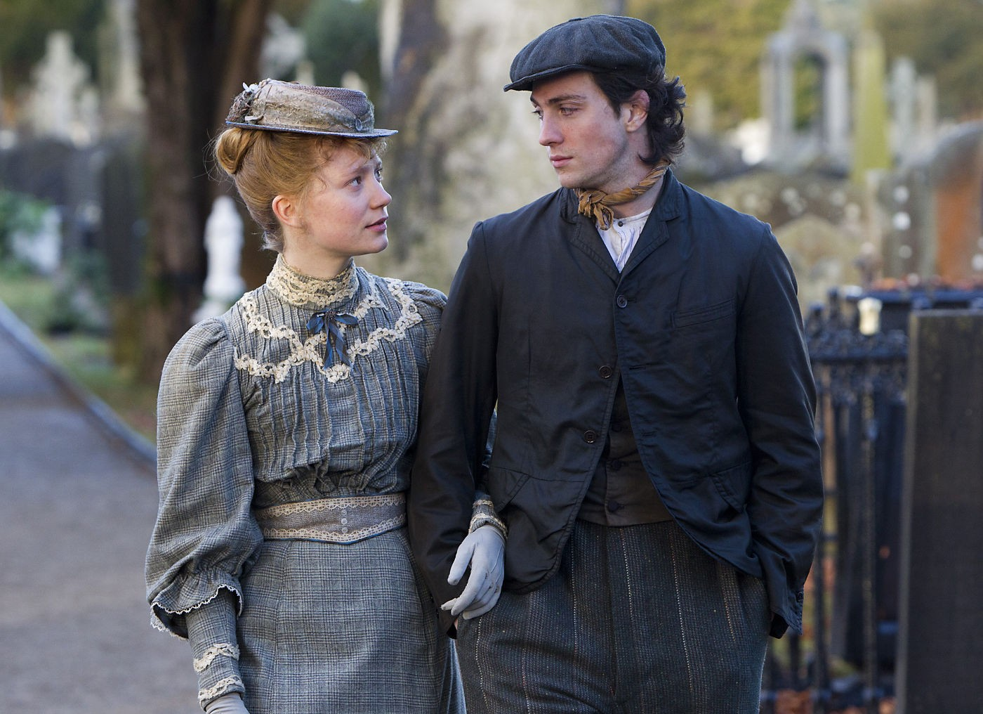 Lady Looks Like A Dude (Kinda): 'Albert Nobbs' Is A Drag ...