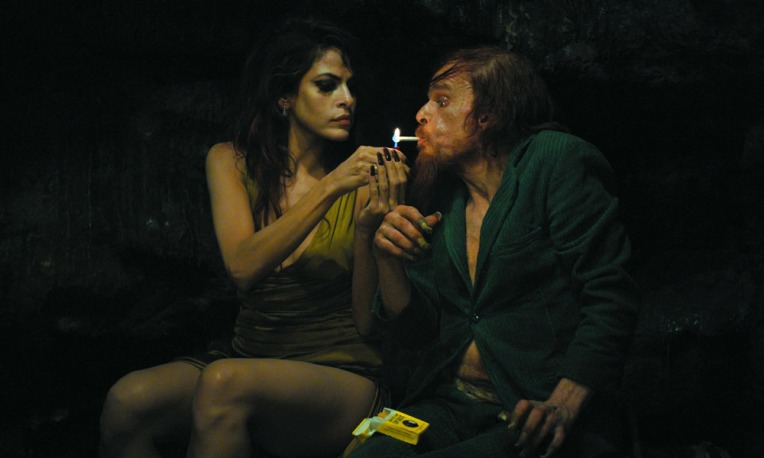 Holy_Motors_eva-mendes-cigarette