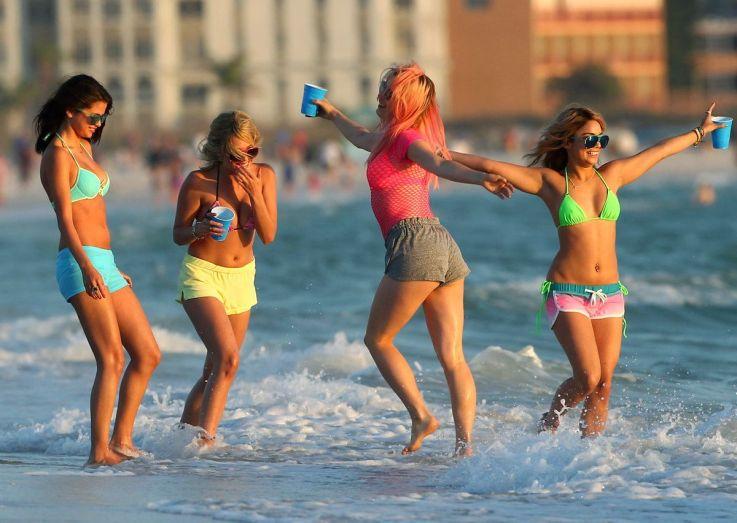 spring-breakers-girls-beach