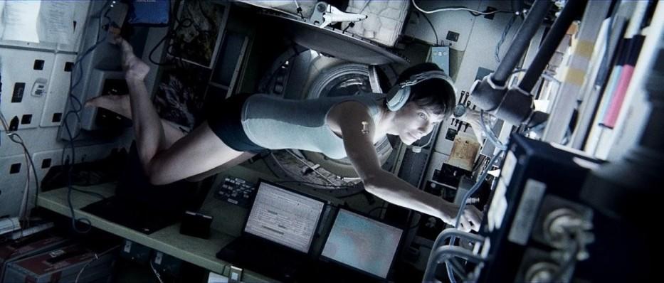 gravity-sandra-bullock-skimpy-shorts-gravity
