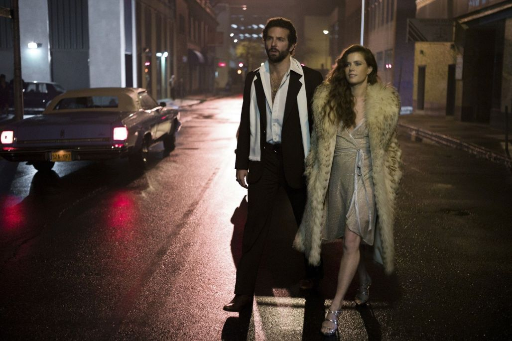 american-hustle-amy-adams-cleavage-bradley-cooper