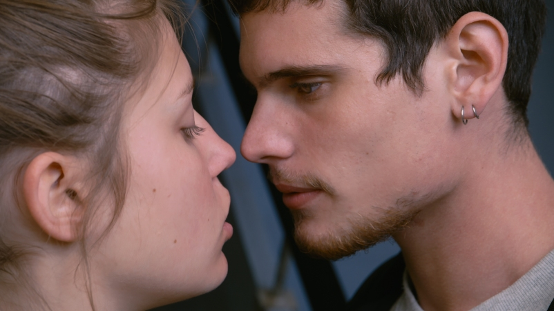 blue-is-the-warmest-color-adele-Exarchopoulos-Jérémie Laheurte-thomas-kiss
