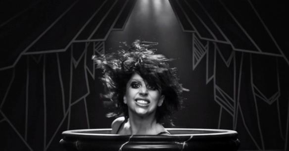 lady-gaga-applause-video-teeth