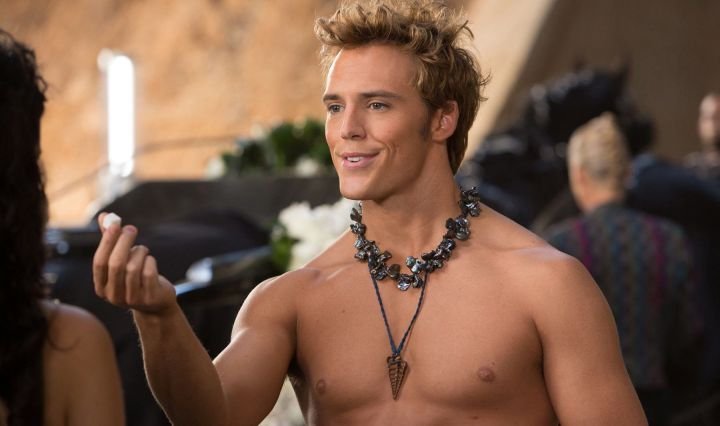 the-hunger-games-catching-fire-sam-claflin-shirtless-sexy-katniss-finnick-sugar-cube