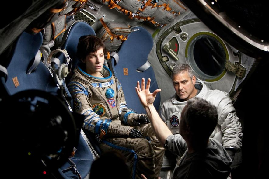 Alfonso-Cuaron-Sandra-Bullock-George-Clooney-Gravity-ON-set-BEST-DIRECTOR