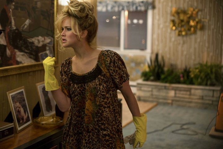 Jennifer-Lawrence-American-Hustle-dance-sing-gloves