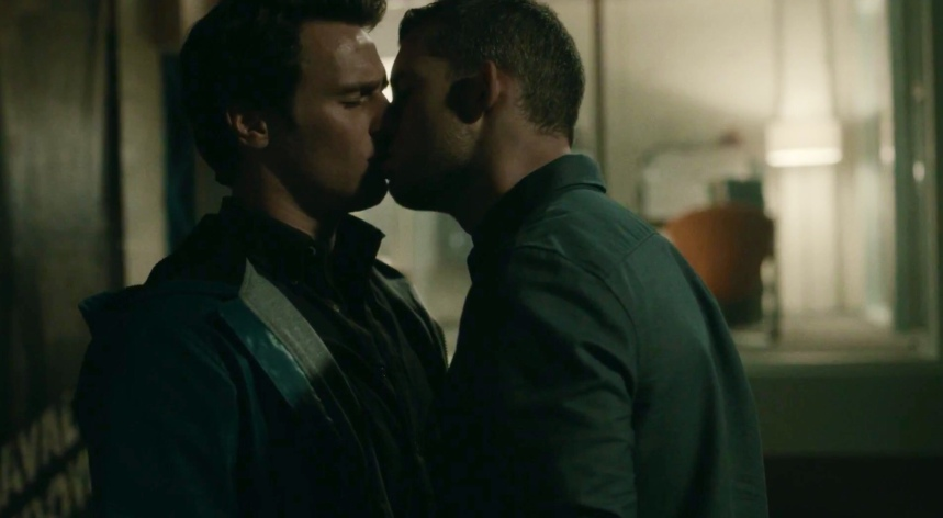 russell-tovey-jonathan-groff-looking-glass-kiss