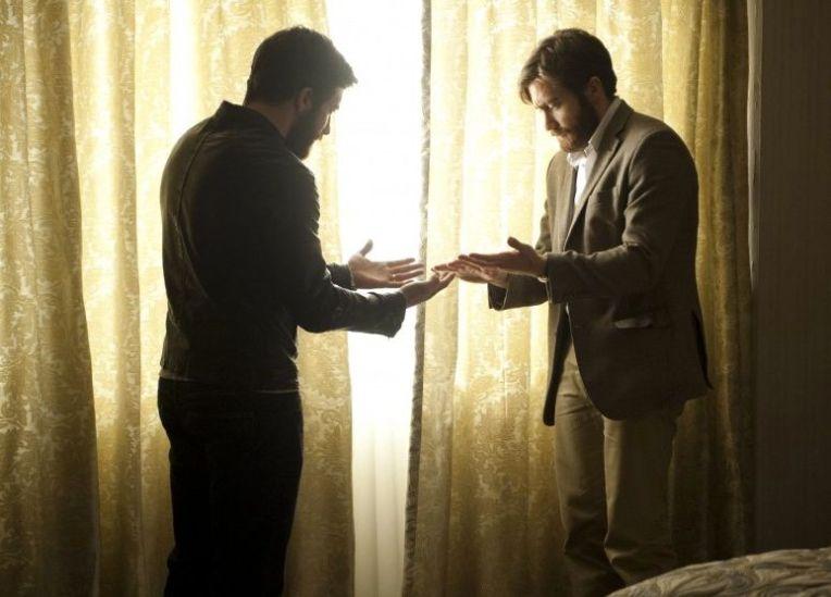 jake-gyllenhaal-enemy-twins-two-jakes