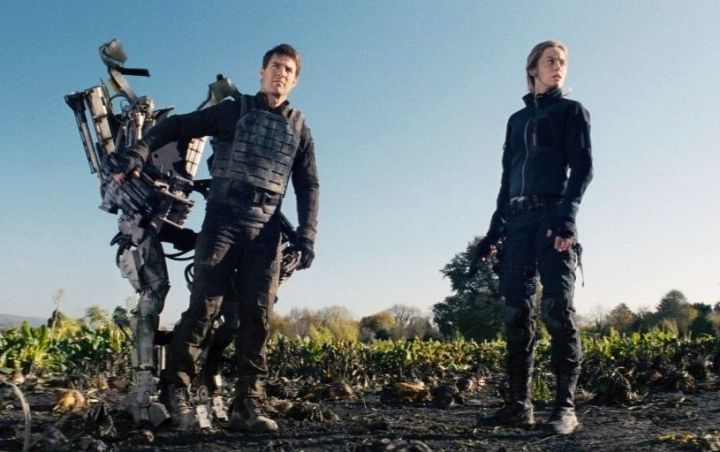 edge-of-tomorrow-tom-cruise-emily-blunt-suit