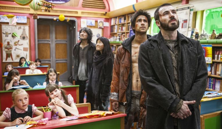 SNOWPIERCER-Luke-Pasqualino-shirtless-Chris-Evans-Kang-ho-Song-Ah-Sung-Ko