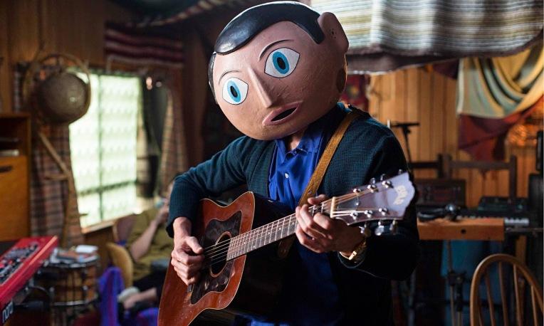 Michael-Fassbender-Frank-guitar