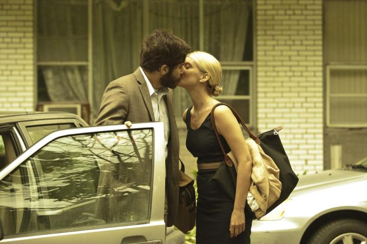 jake-gyllenhaal-melanie-laurent-kiss-enemy