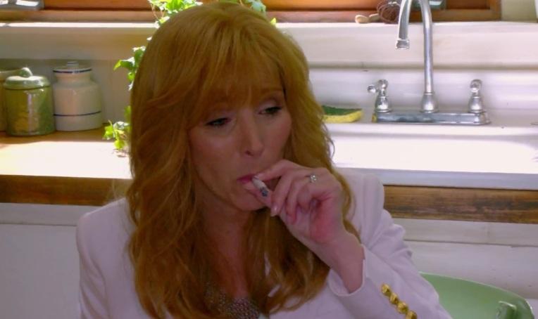 lisa-kudrow-valerie-cherish-face-the-comeback-smoking-pot-marijuana-joint