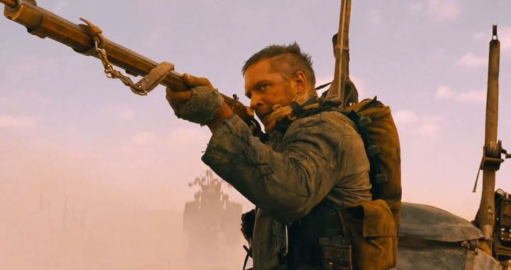 tom-hardy-mad-max-fury-road-gun