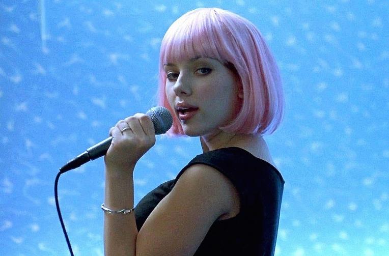 scarlett-johansson-lost-in-translation-pink-wig-karaoke