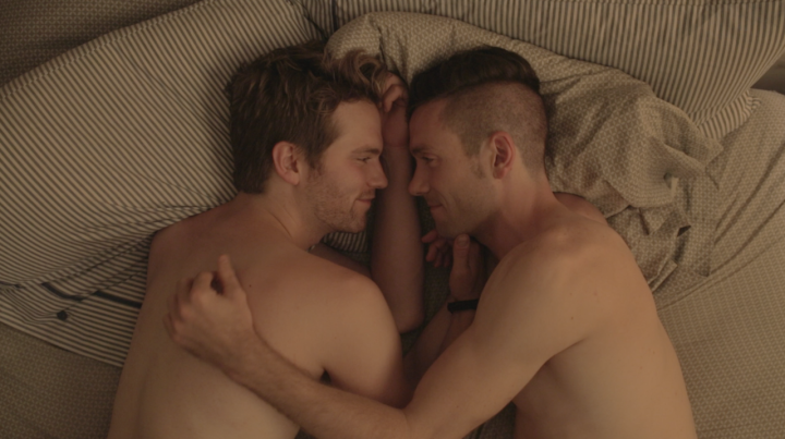Eastsiders-Kit-Williamson-shirtless-Van-Hansis-bed