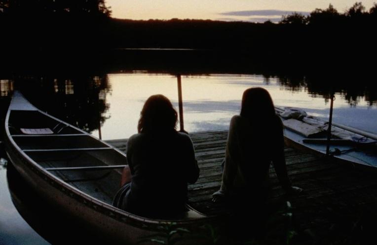 Elisabeth-Moss-Katherine-Waterston-Queen-of-Earth-canoe