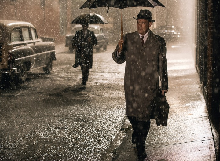 Bridge-Of-Spies-tom-hanks-rain-umbrella