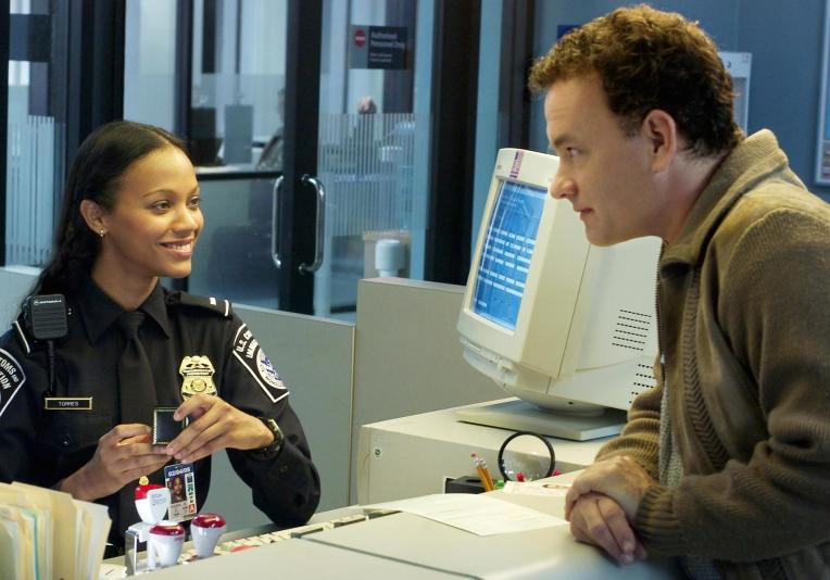 the-terminal-tom-hanks-zoe-saldana