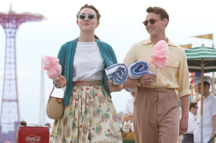 Brooklyn-emory-cohen-saoirse-ronan-beach-coney-island