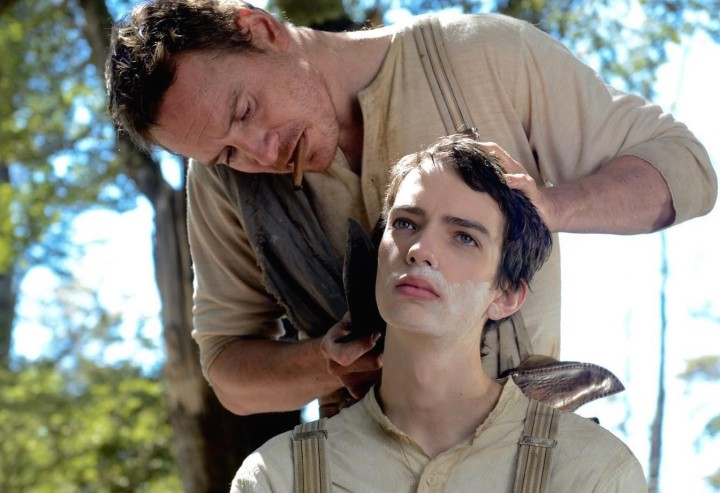 michael-fassbender-kodi-smit-mcphee-slow-west-shaving