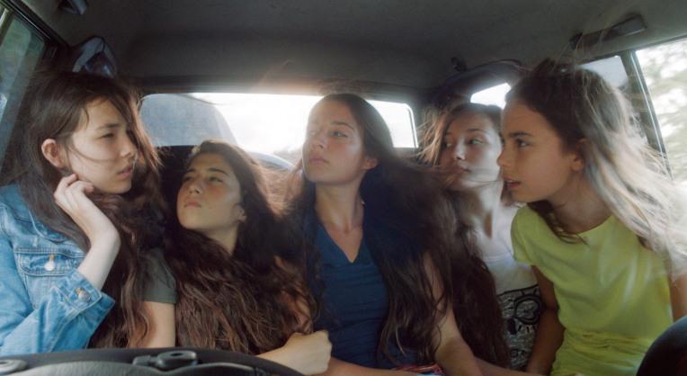 mustang-film-sisters-car-layda-Akdogan