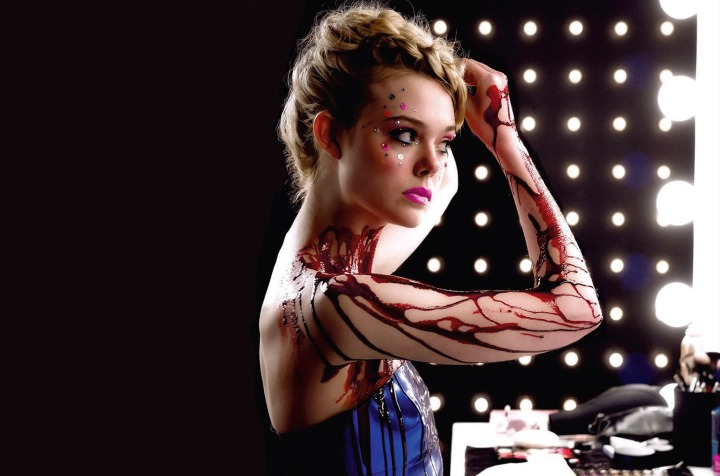the-neon-demon-elle-fanning-jesse-mirror-blood