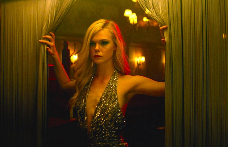 neon-demon-elle-fanning-curtains-cleavage