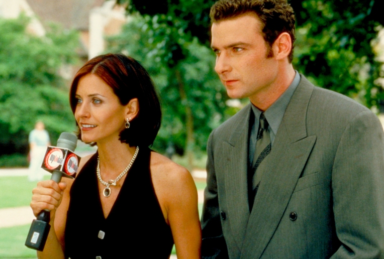 courteney-cox-gale-weathers-scream-2-cotton-weary-liev-schreiber