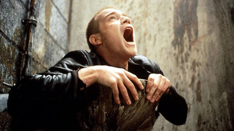trainspotting-worst-toilet-in-scotland-ewan-mcgregor