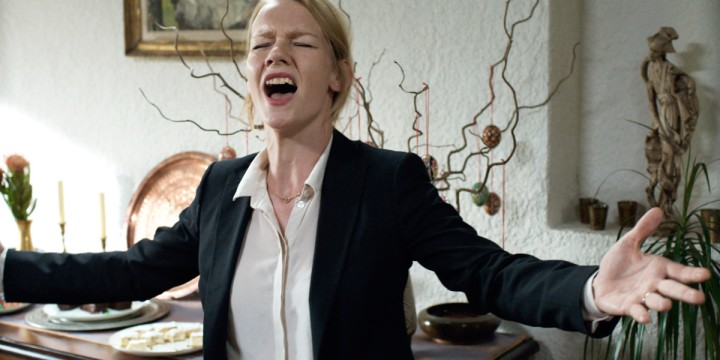 toni-erdmann-sandra-huller-sing-greatest-love-of-all