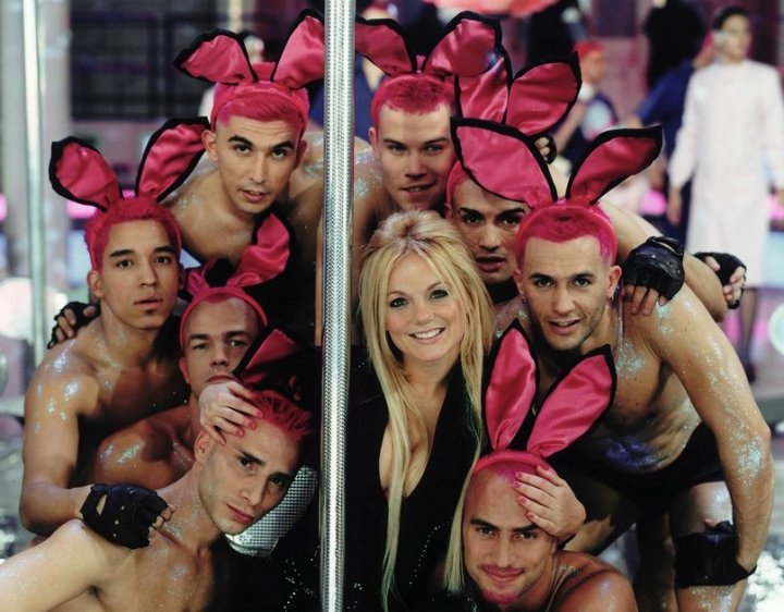 geri_halliwell_bag-it-up-pink-bunny-male-dancers-shirtless.jpg
