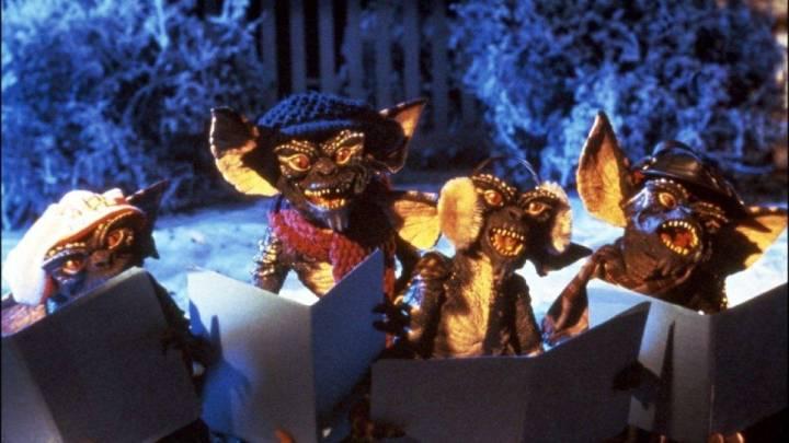 gremlins-carolers-christmas