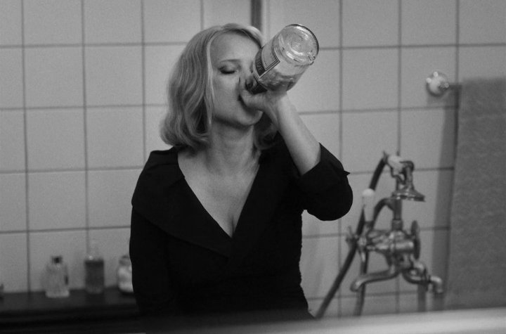 joanna-kulig-cold-war-drinking-vodka.jpg